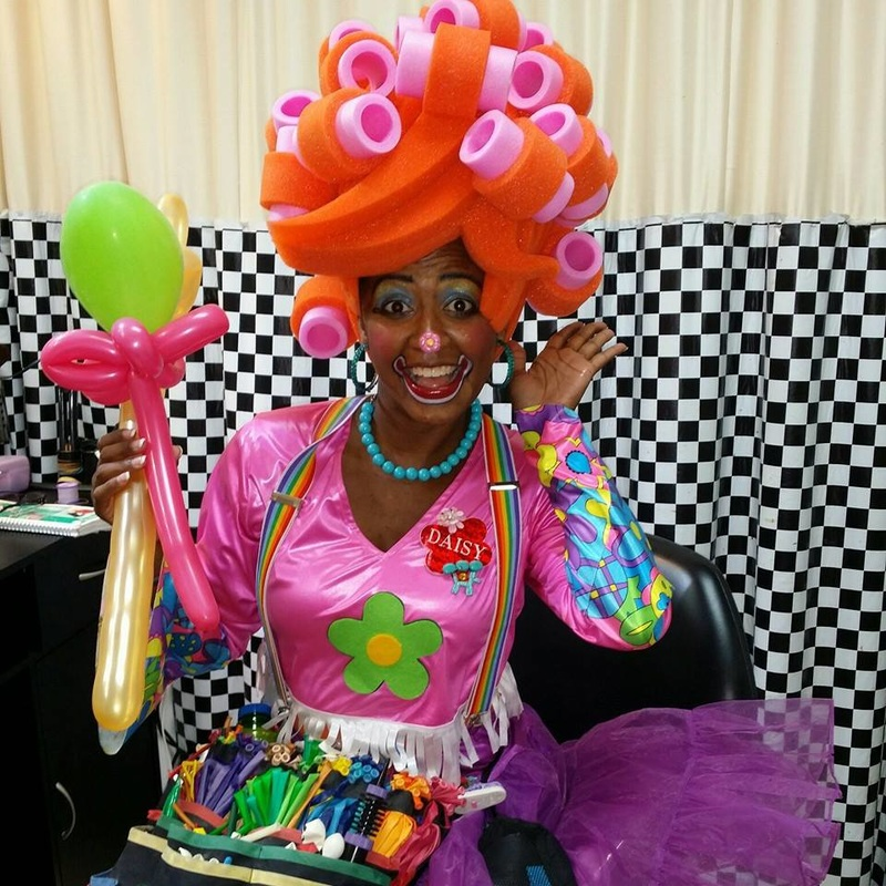 Girl Clown, African-American kids entertainer, Aftrican-American clown, Dallas clown, cute girl clown, clown show Dallas, Irving, Arlington, Fort Worth, Richardson, Plano, Grapevine, Garland, Allen, Texas, Frisco clown, Flower Mound clown, Lewisville, Carrollton clown